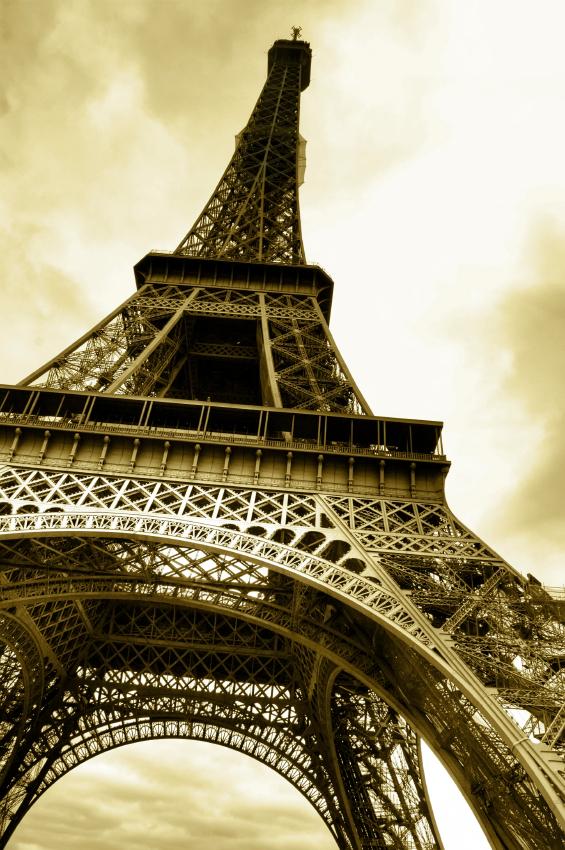 IStock_000012421820_Eiffel